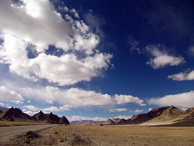 The landscape of the Tibetan plateau from Old Tingri, 2004