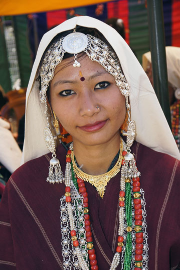 Beautiful Kanchan in traditional Rung attire Pangu 2011