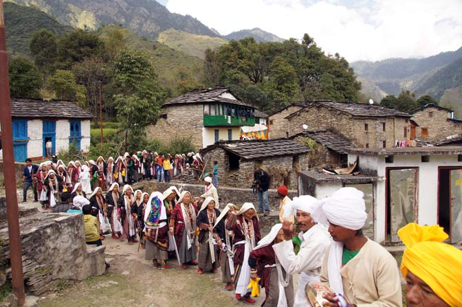 The Kangdali Festival procession leaves from the village center, Roong-Teejya 2011