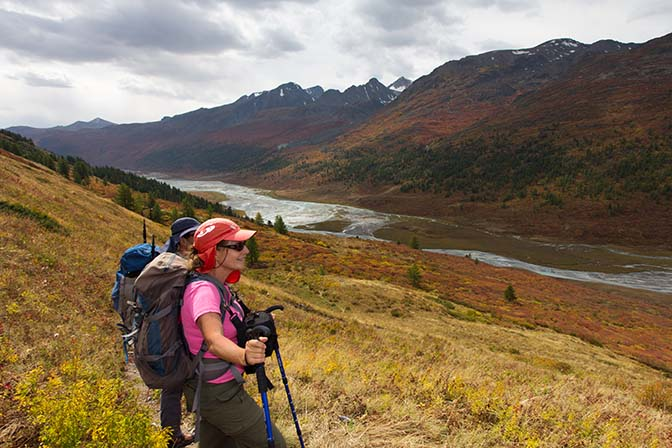 The vivid autumn colors on the slopes of the Altai ridge amidst me, 2014 (photographed by Amir Jacobi)