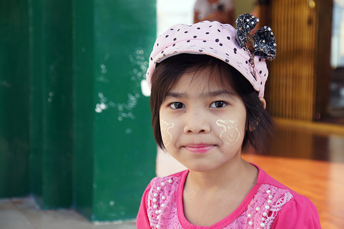 A local girl decorated her face with a paste made of Tanaka wood (Hesperethusa crenulata), Shwedagon Pagoda, Yangon 2016