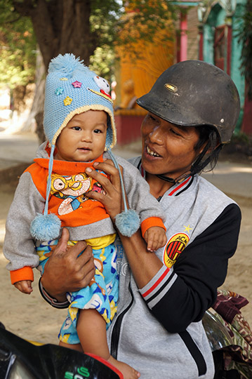 Mom carrying her baby, Mandalay 2015