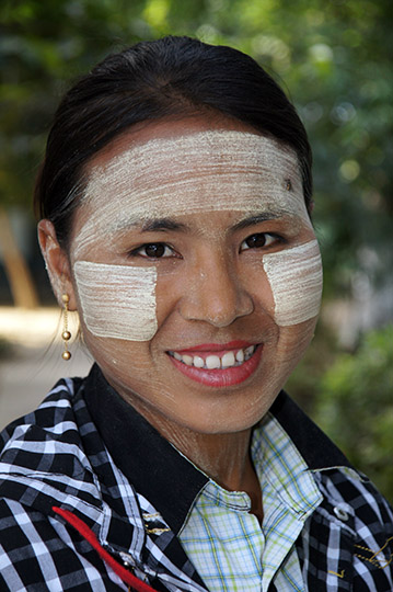 A local lady wearing traditional Thanaka wood (Hesperethusa crenulata) paste on her face, Innwa 2015