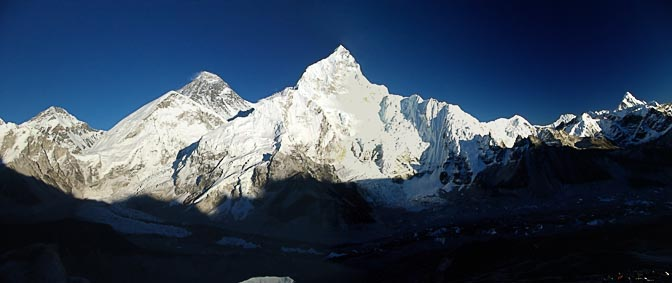 The panoramic view of the Everest and the Nuptse from Kala Patthar, 2004