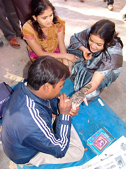 Painting Henna tattoo at the New Road, 2004
