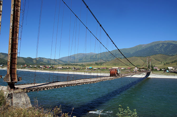 The suspension bridge over the Katun river, near Tyungur village, 2014