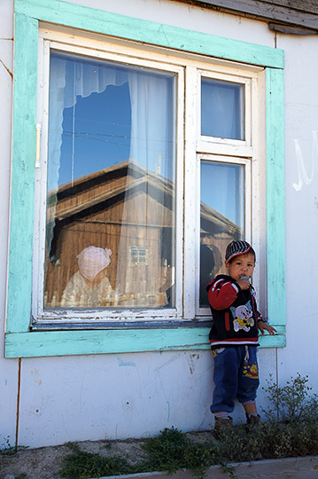 Kids and reflection in Tashanta village, by the Mongolian border, 2014