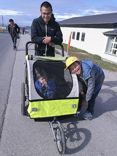 A father pushes a stroller that protects the baby inside it in the harsh weather, 2017