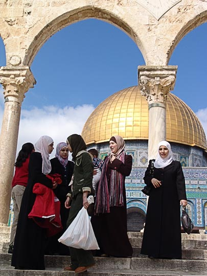 Muslim women by the Dome of the Rock, The Old City 2006