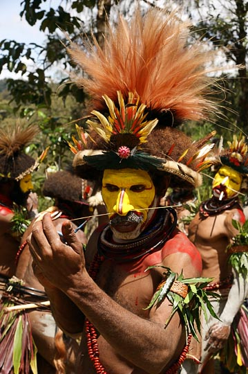 A Huli Tribe wigman decorates his face for a singsing (cultural show) in Tari, The Southern Highlands 2009