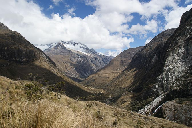 The valley of Demanda River, on the way to Laguna 69, Cordillera Blanca 2008