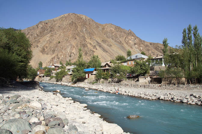 The village of Qalai-Khumb by the Obikhumbob river, 2013