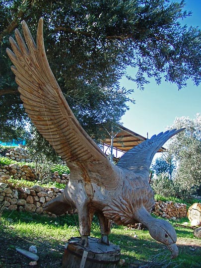 Shmueli Hed's eagle sculpture in Ein Hod, The Israel National Trail 2005