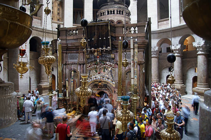 Visitors line to enter the Edicule of the Holy Sepulchre (The Tomb of Christ), The Old City 2008